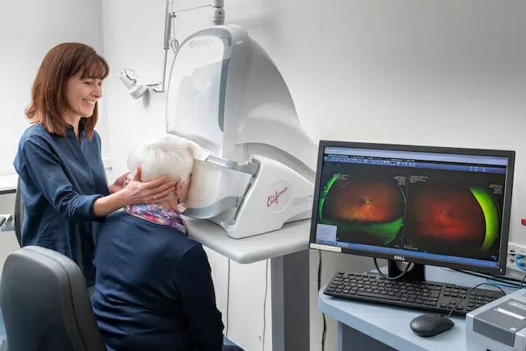 conrad-eye-care-technology03